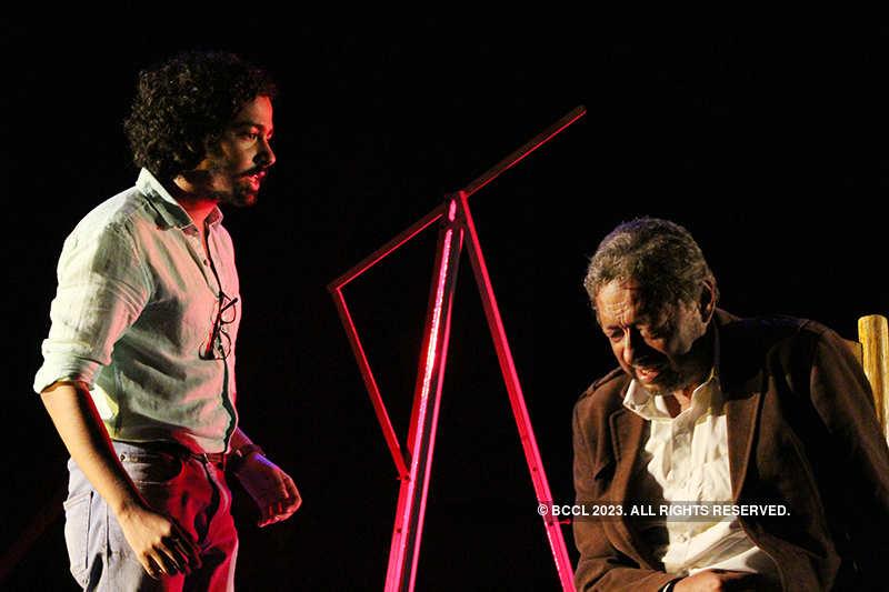Taraye Taraye: A play