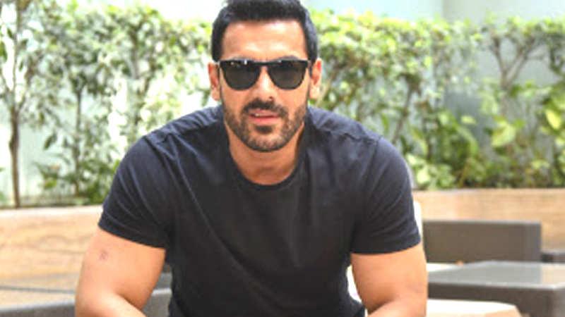 Watch: How John Abraham is flirting with Mumbai