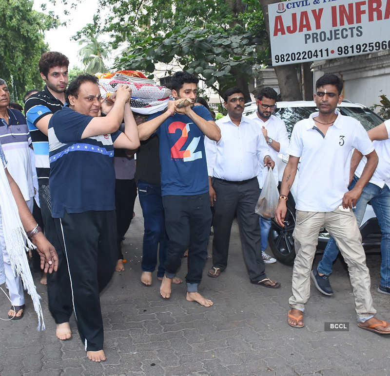 Director Anil Sharma's mother funeral