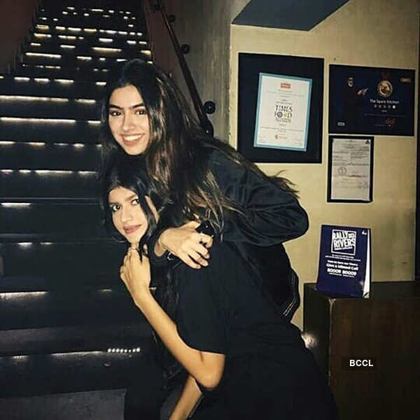 Khushi Kapoor's captivating pictures are surely worth a thousand words!