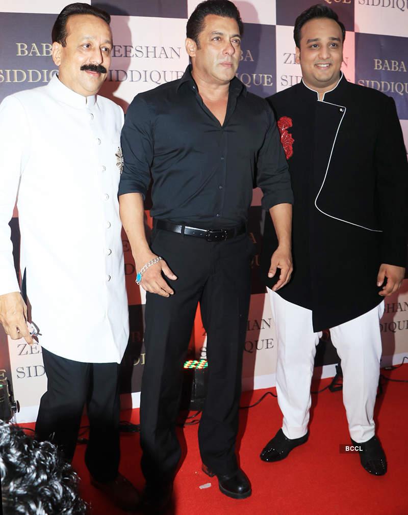 Salman Khan, rumoured girlfriend Iulia Vantur & other celebs make a stylish entry at Baba Siddiqui's Iftar party