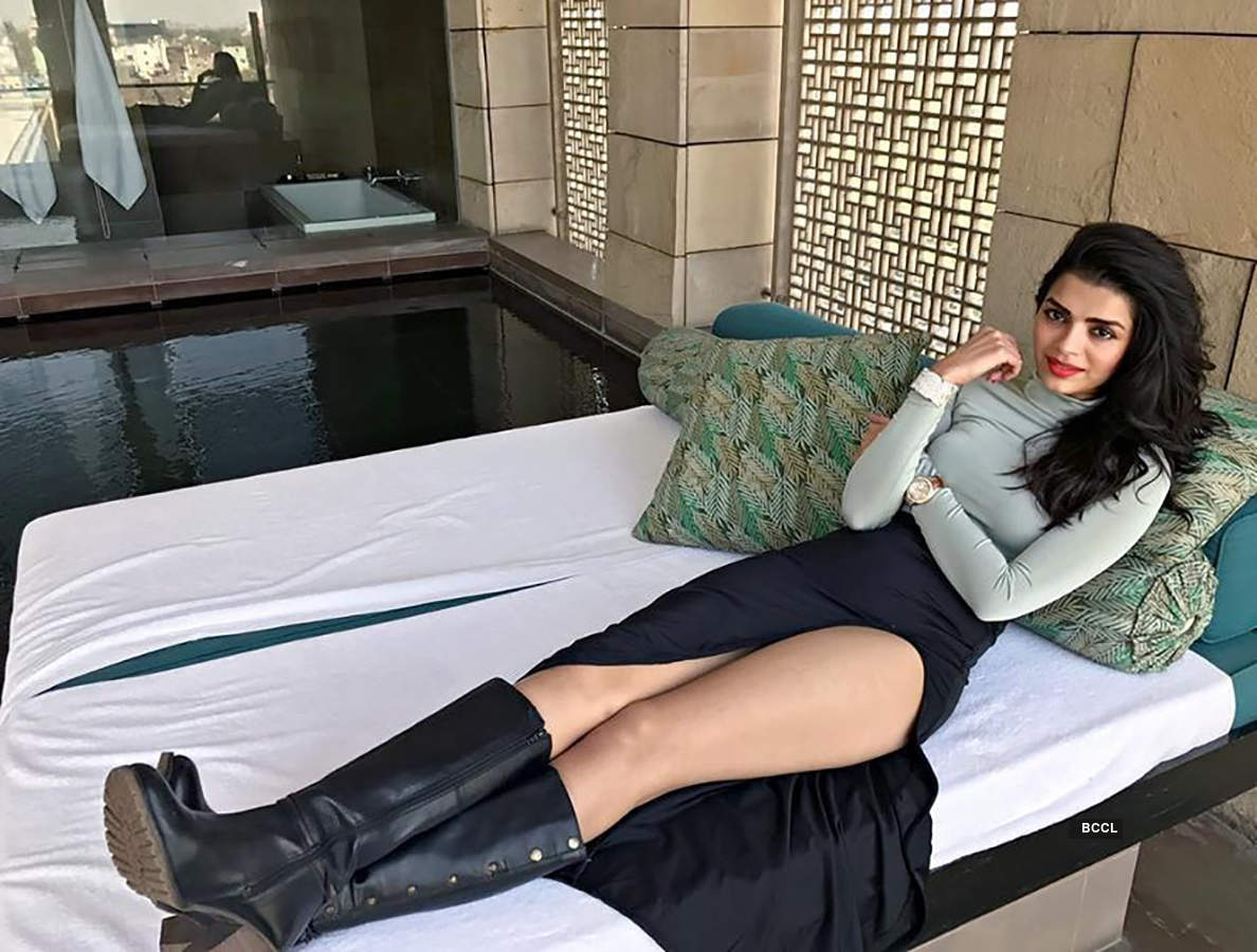 Former 'Bigg Boss' contestant Sonali Raut gets trolled for wearing bold outfit at Iftar party