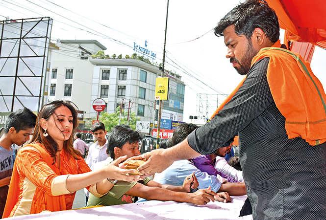 Bhandara food is enjoyed by people from all walks of life in Lucknow on Bada Mangal (BCCL/ Aditya Yadav, Vishnu Jaiswal and Farhan Ahmad Siddiqui)