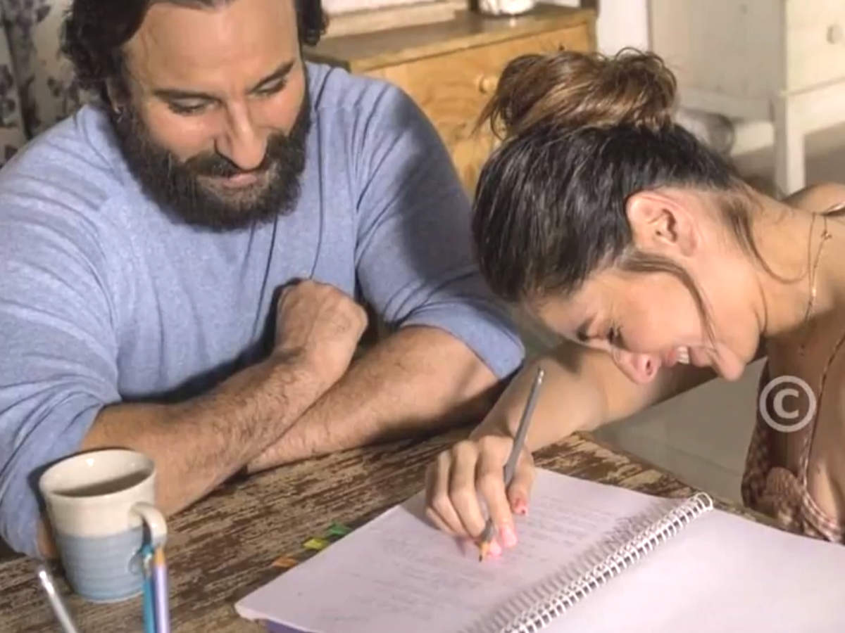 B'wood roundup: Kareena and Saif's stills go viral, Nick's brother Kevin Jonas opens up about Priyanka