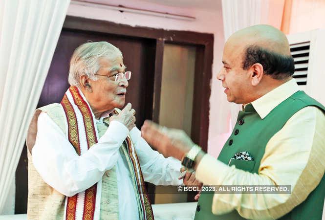 IMG_2561-Murli-Manohar-Joshi,-(senior-BJP-leader)-with-Vijay-Jolly
