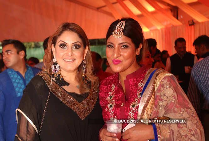 IMG_2898-Minakshi-Dutt-(make-up-artist)-Asma-Gulzar-(fashion-designer)