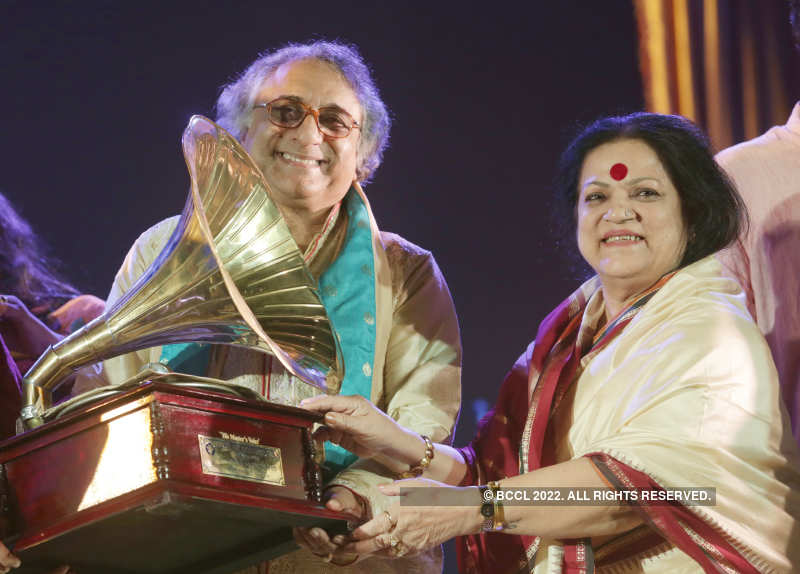 Musician Kalyan Sen Barat celebrates completion of 50 years in the industry