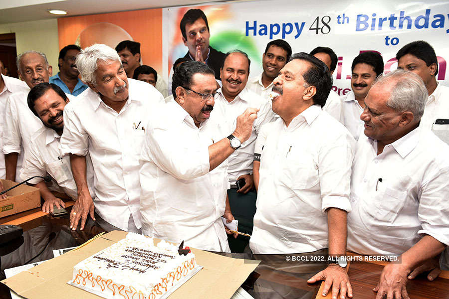 Congress workers celebrate Rahul's birthday