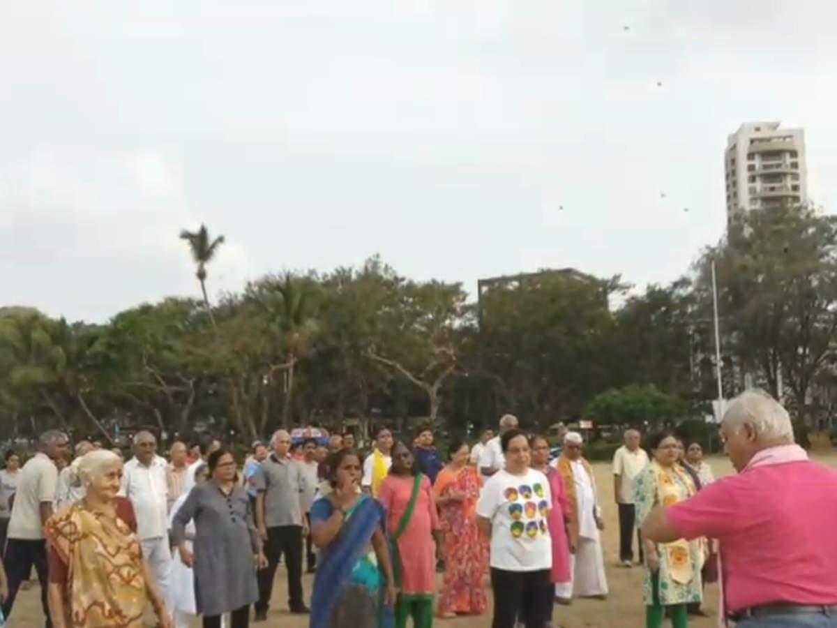 It's Laughter@Chowpatty Beach as Mumbaikars brought in World Yoga Day