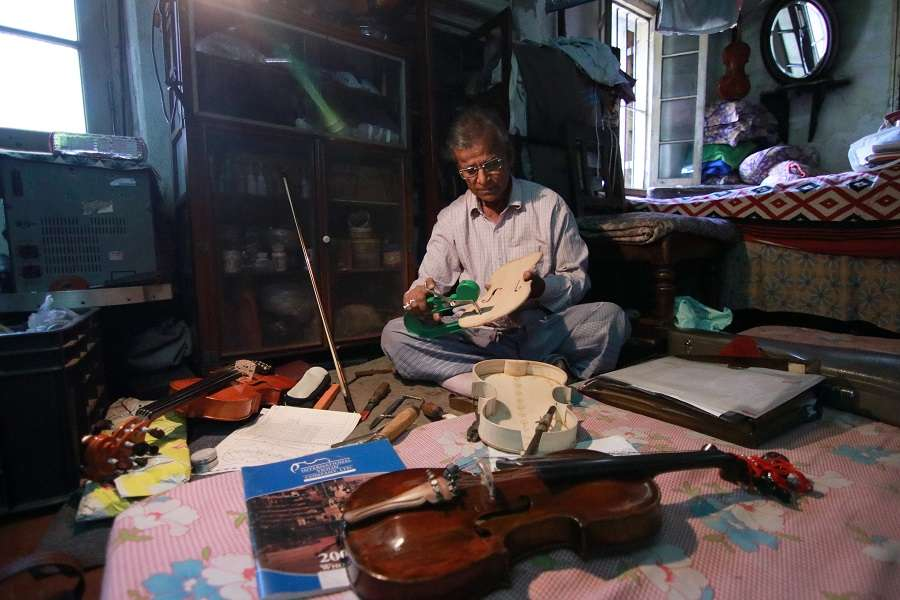 The men who breathe life into violins - Times of India