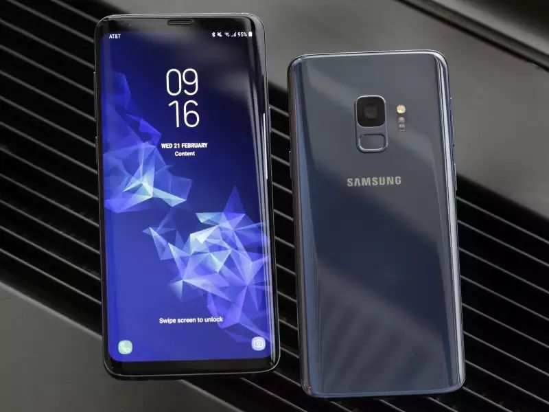 Samsung may be working on a smartphone with a secondary screen at the back   Gadgets Now