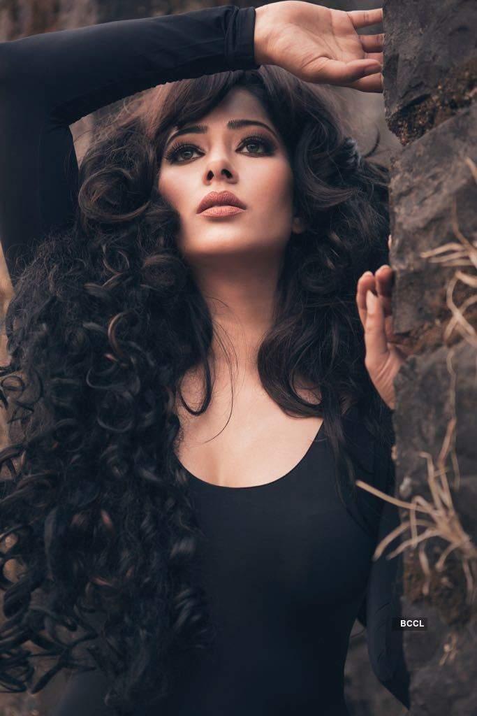 Beautiful pictures of actress & former beauty queen Niharica Raizada...