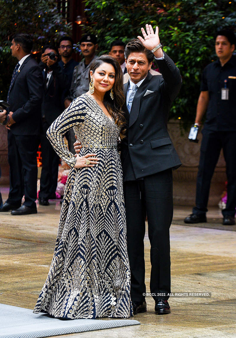 B'wood's most powerful couple SRK & Gauri look very much in love as they were 27 years ago