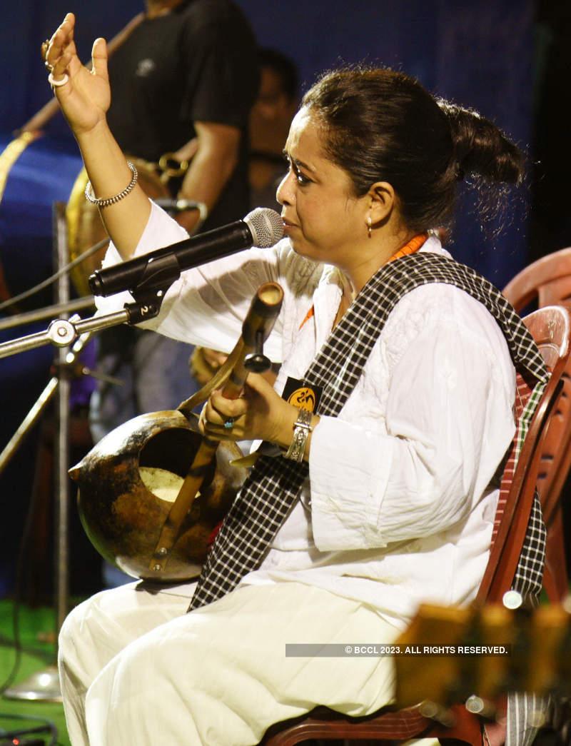 Calcuttans had gala time at a Folk show