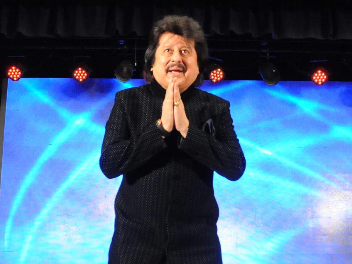 Watch: Pankaj Udhas singing 'Chandi Jaisa Rang'