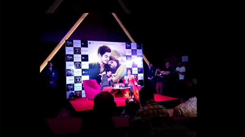 Ishaan Khatter sings for Janhvi Kapoor during their visit to Ahmedabad