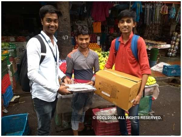 Students distributed paper bags to vendors at Borivali station