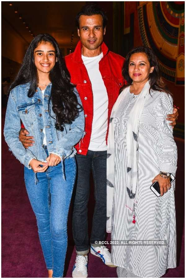 Rohit Roy and Mansi Joshi Roy with daughter Kiara