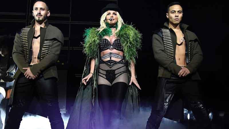 Britney Spears 'Oops! ...I Did It Again', Grammy Award winner suffers nip slip on stage