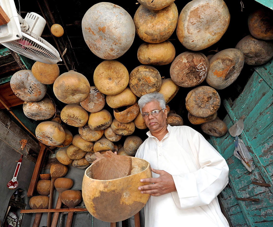 Interesting pictures of Sangli's Sitarmakers