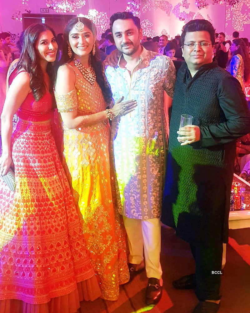 Dhoni & his family steals the limelight at Praful Patel's daughter Poorna's sangeet, see pics