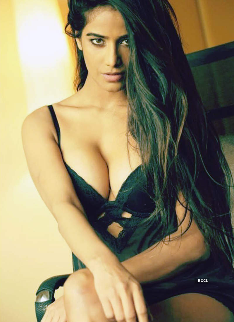 Poonam Pandey turns up the heat with her bewitching photoshoots
