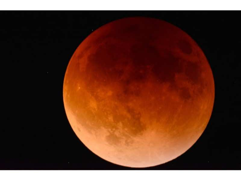 Lunar eclipse 2018: Tips to click good images on your smartphone