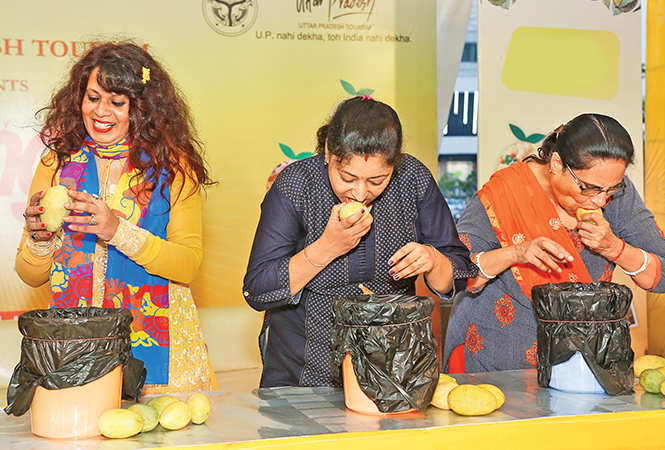(L-R) Dr Ruby Raj Sinha, Laveena and Manju Bhatia during the mango eating competition (BCCL)