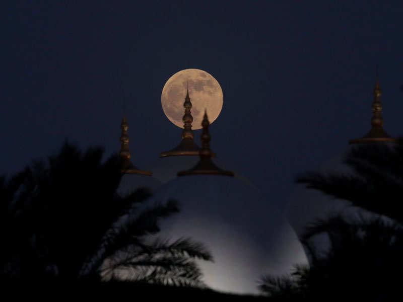 Chandra Grahan Ki Tasveer (Reuters Photo)