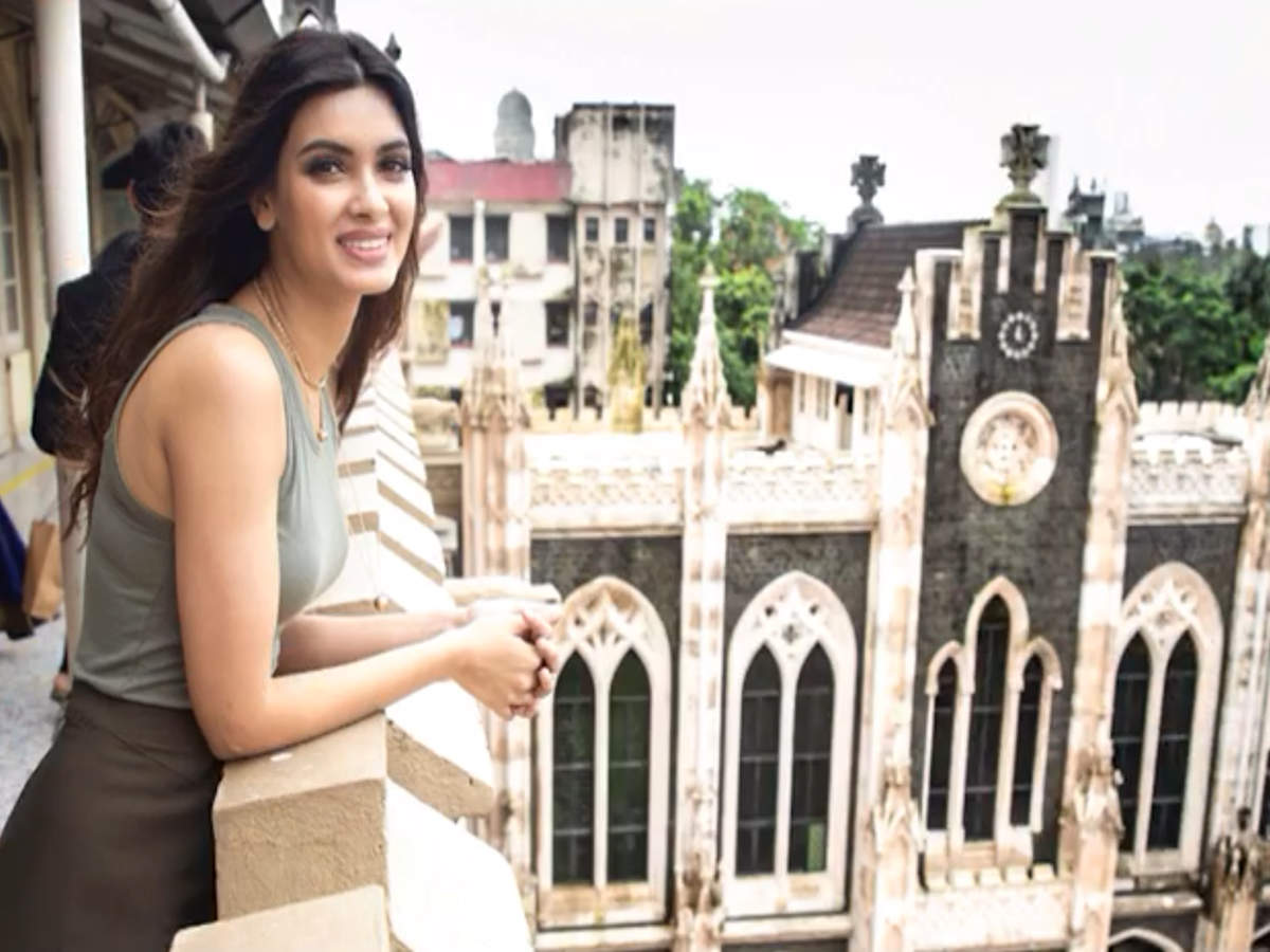 Diana Penty revisits her alma mater, St Xavier's College