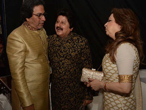 Talat-Aziz-,-Pankaj-Udhas-and---Farida-Udhas