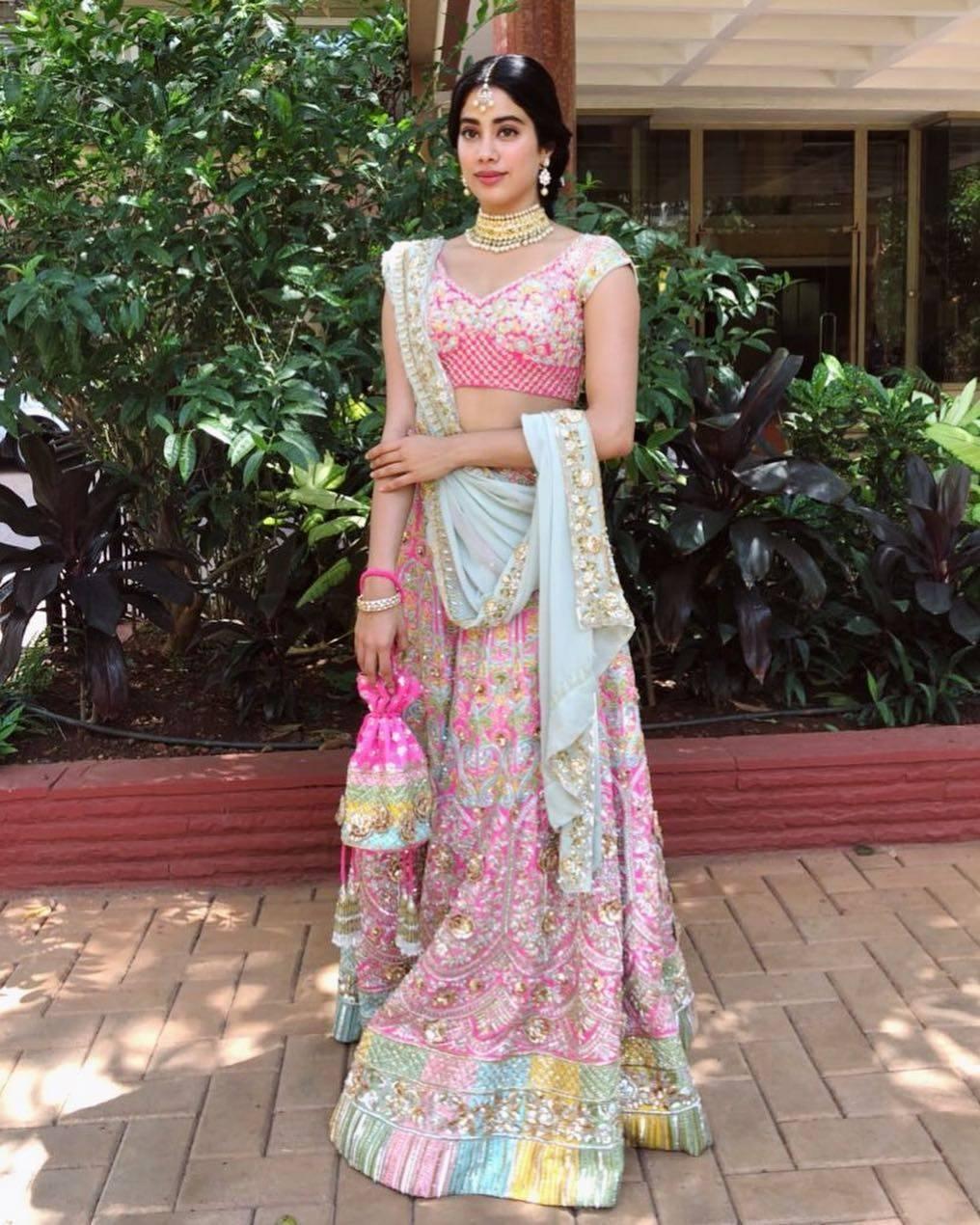Janhvi at Sonam wedding_Manish insta