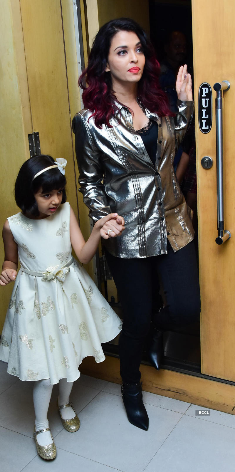 Anil Kapoor and Madhuri Dixit bond with Aishwarya Rai's daughter Aaradhya, see pictures