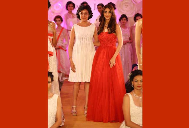 Payal-Jain-and-Vaani-Kapoor-at-the-show