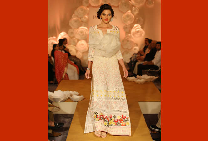 Models-showcasing-Couture-Collection-by-Payal-Jain-MoonLit-and-jewellery-by-RK-Jewellers-(7)