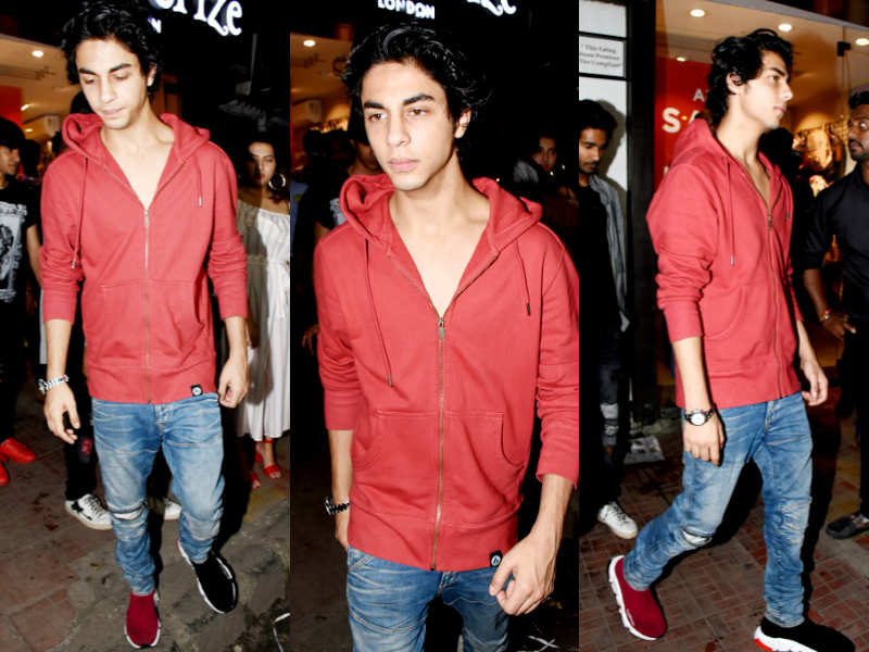 fe449f07e SRK s son Aryan Khan just set a trend that s breaking the internet ...