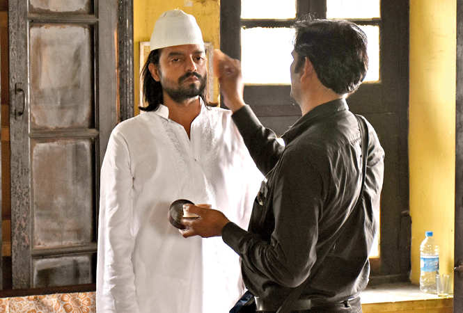 Actor Saharsh Kumar Shukla gets ready for a scene (BCCL/ Vishnu Jaiswal)
