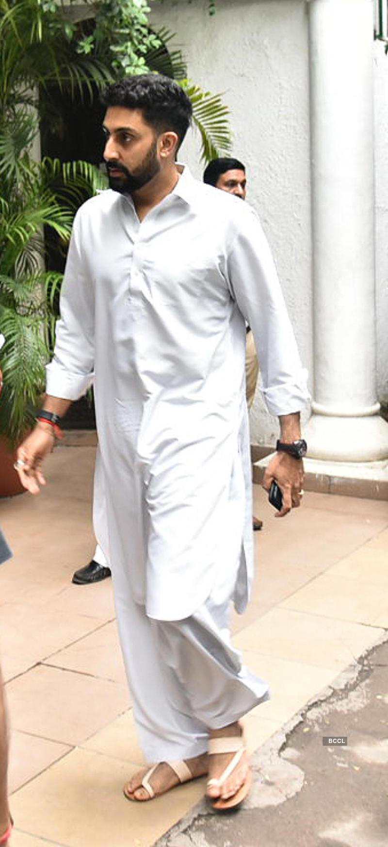 Abhishek Bachchan, Aishwarya Rai and others pay last respects to Shweta Nanda's father-in-law Rajan Nanda