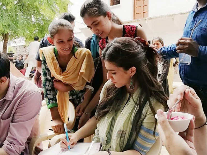 Kriti Sanon Flanked By Fans On Luka Chuppi Sets In Gwalior