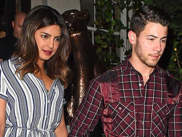 Priyanka Chopra S Engagement Ring From Nick Jonas Worth 200 000