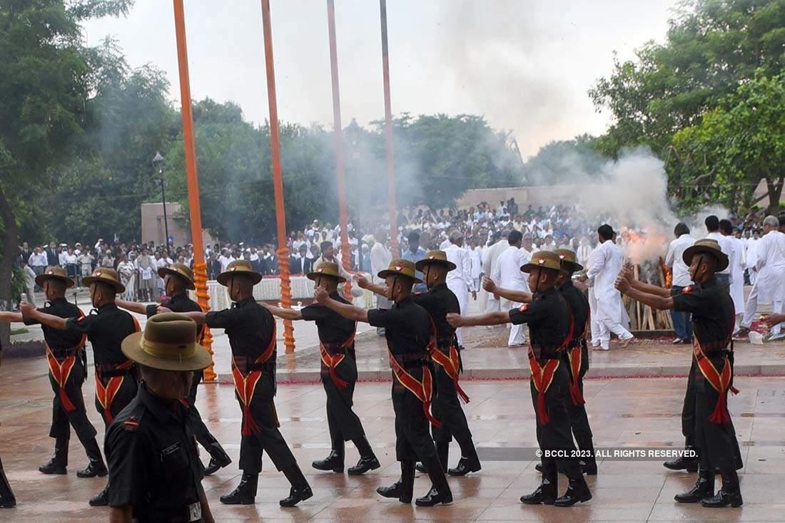 Family performs last rites of former PM Atal Bihari Vajpayee