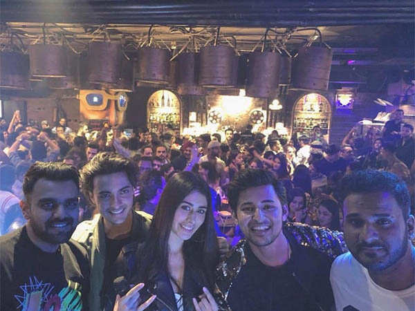 Aayush and Warina with Darshan Raval , Dj Chetas and Dj Lijo