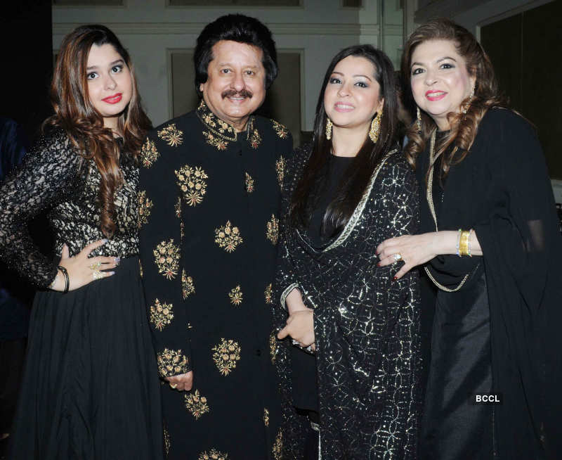 Musicians attend Khazana Ghazal Festival