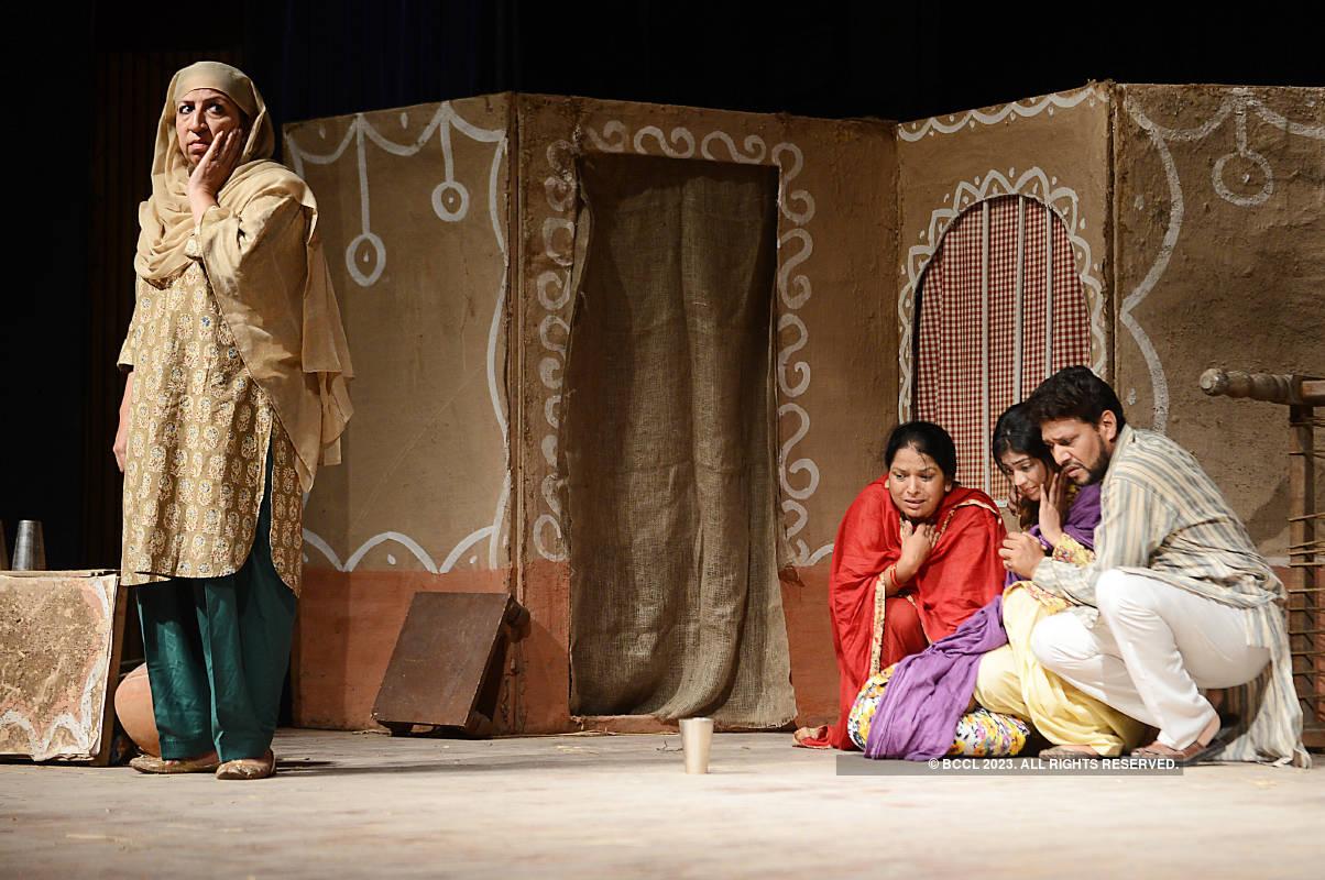 Jadon Mai Sirf Aurat Hundi Haan: A play