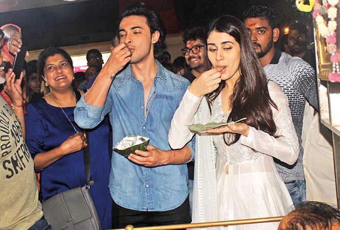 Aayush and Warina got to taste the famous Banarasi paan (BCCL/ Arvind Kumar)