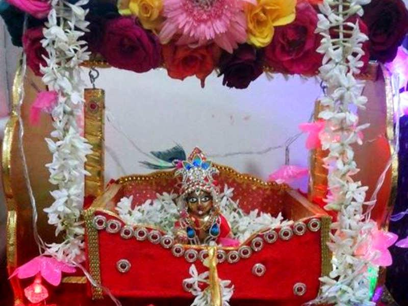 Krishna Janmashtami Decoration Ideas 5 Interesting Ideas To Decorate Your Puja Room Times Of India