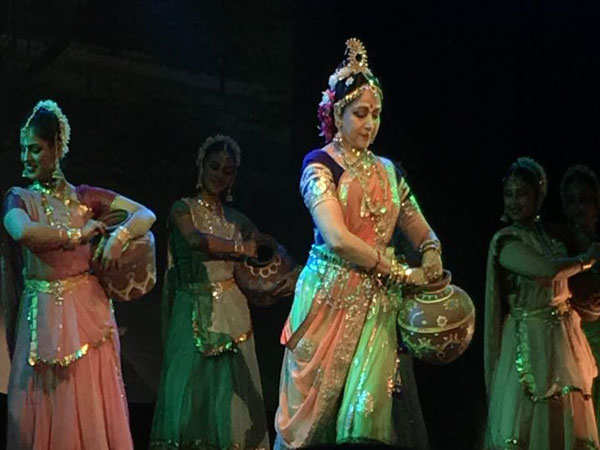 Hema Malini and Gracy Singh pay a tribute to Lord Krishna
