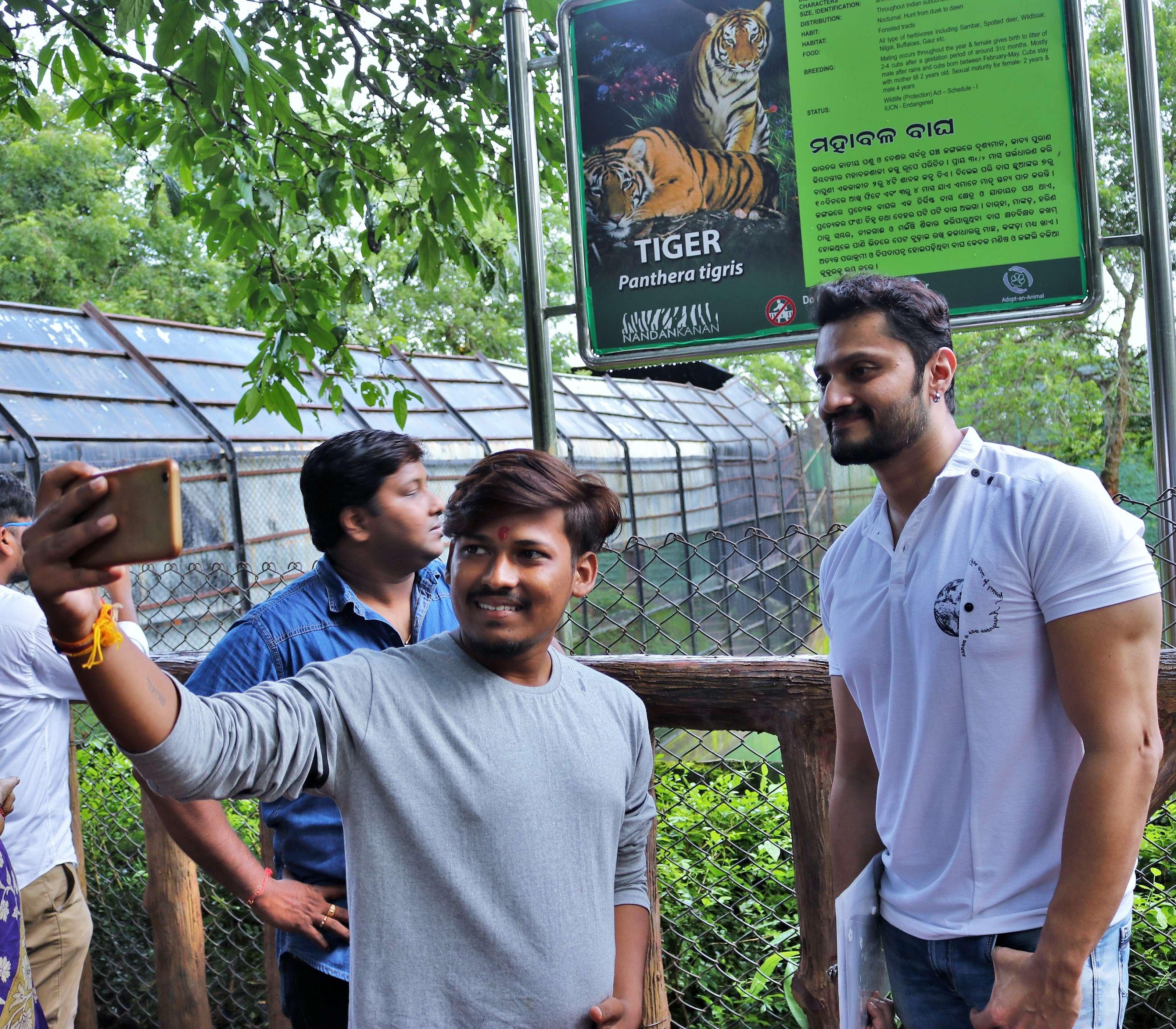 A fan clicks selfie with Chandan near the tiger enclosure - Copy