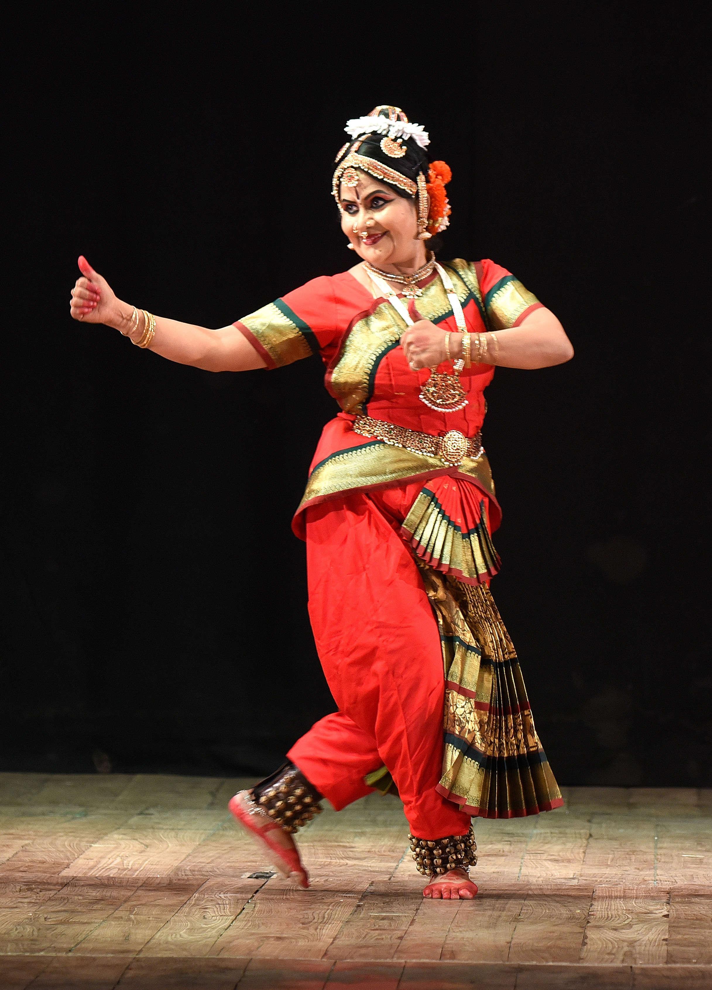 Subhashni Giridhar  1
