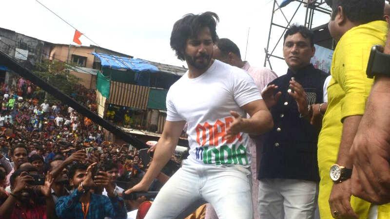 Watch: Varun Dhawan entertains the crowd at a Dahi Handi event
